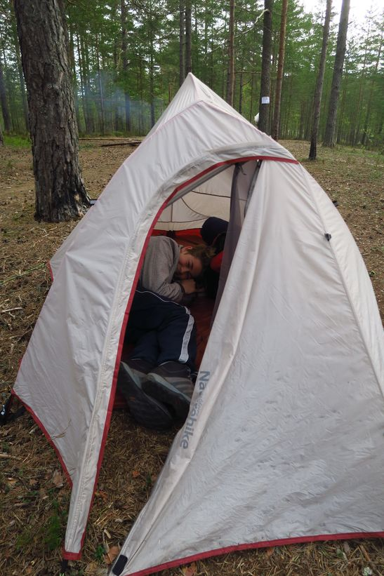 Рома в своей палатке